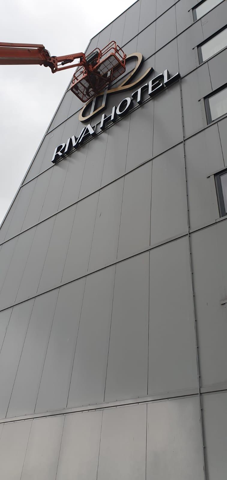 Lichtreclame voor Riva Hotel, Restaurant Samen en A13 Casino
