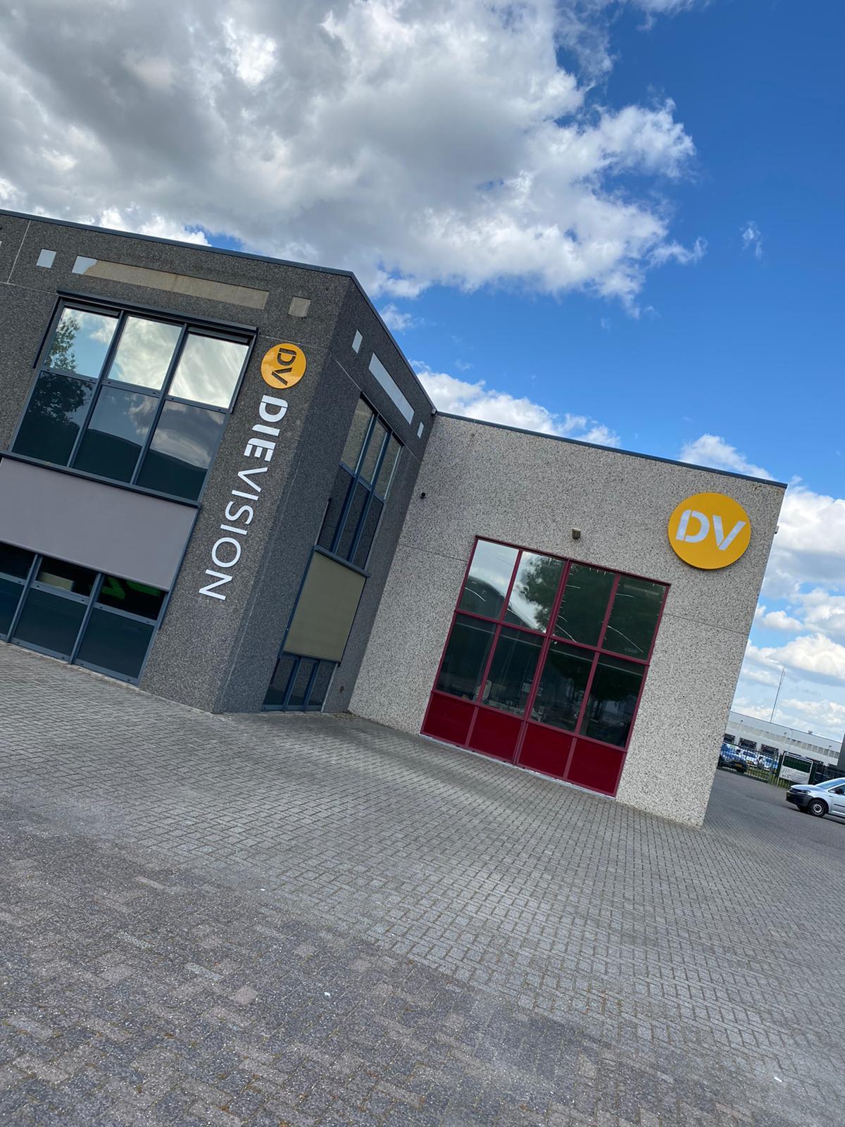 Wagenpark + panden van Die Vision omgetoverd in de nieuwe Huisstijl